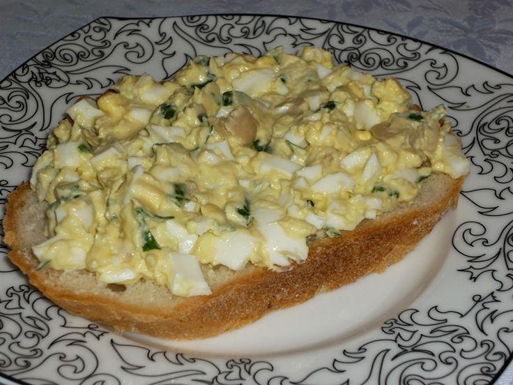 Reteta culinara Salata cu ou fiert si ciuperci din categoria Aperitive / Garnituri. Specific Romania. Cum sa faci Salata cu ou fiert si ciuperci