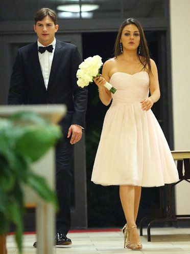 mila kunis and ashton kutcher attend her brother's wedding | ... (Ashton Kutcher)&ミラ・クニス(Mila Kunis) Splash/AFLO