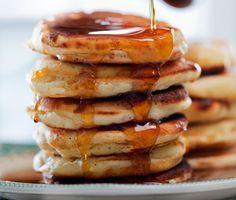 Nu kan du också göra typiska amerikanska pancakes. Med hjälp vårt makalösa recept på förenklade amerikanska pannkakor så får du de små, goda pannkakorna du alltid drömt om!