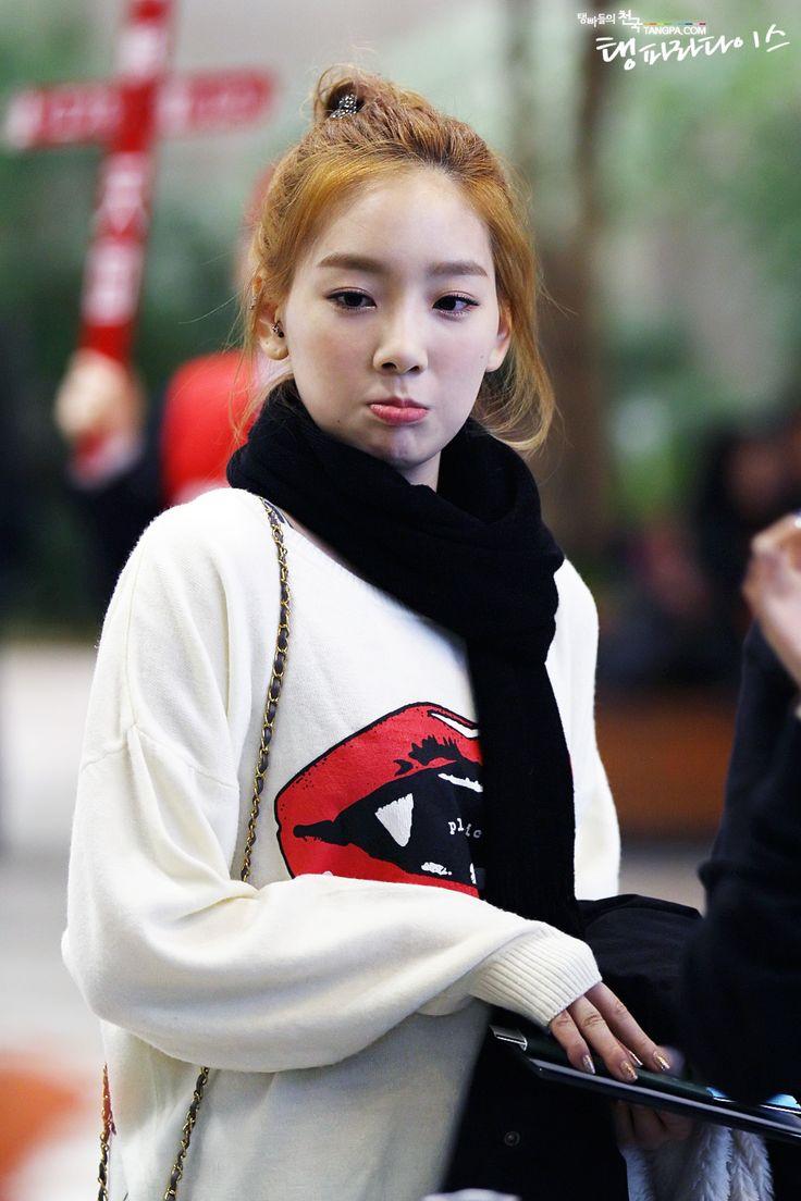 http://okpopgirls.rebzombie.com/wp-content/uploads/2013/03/SNSD-Taeyeon-airport-fashion-Mar-2-4.jpg