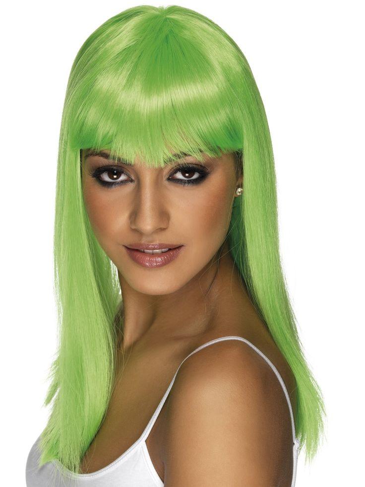 Neonperuukki. Eri malleja ja pituuksia. Peruukissa on lyhyeksi leikatut otsahiukset, joten peruukki kehystää kivasti kasvoja.