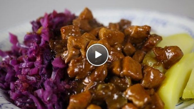 Hachee met rode kool (red cabbage with mashed potatoes & slowcooked gravy beef)