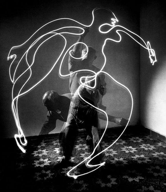 Light drawings | Pablo Picasso | photography © Gjon Mili – LIFE Magazine