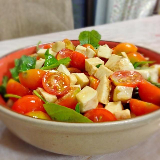 バルサミコ酢が合う ウマー - 9件のもぐもぐ - 朝採れトマトとバジルの豪快カプレーゼ by muuuuuko