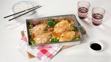 Oppskrift på Ovnsbakt kyllingfilet med asiatisk fløtesaus, foto: