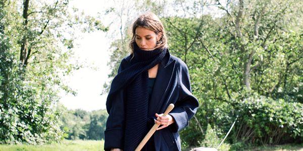 De sjaal is een onmisbaar modeaccessoire. Zeker in de koude wintermaanden kun je er dankzij een sjaal warm en hip bijlopen. Hetkan je simpele outfit net die extra pit geven. En dat in een handomdraai. Libelle laat zien hoe veelzijdig…
