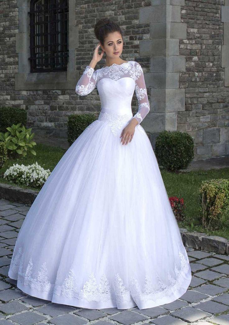 Nádherné svadobné šaty so širokou sukňou zdobenou čipkou a s dlhým rukávom