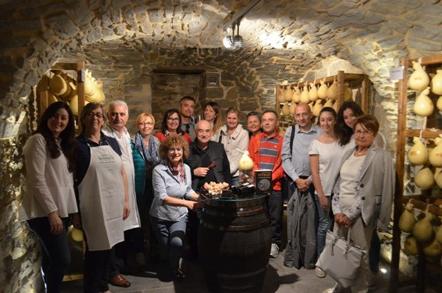 """""""Sui luoghi di #Viteliu passa anche per il nostro storico punto vendita in Via Veneto 22 (ad #Agnone, naturalmente) dove ha sede la nostra #cantina!"""