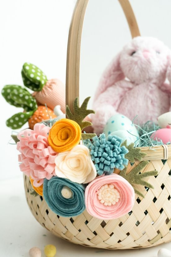 Transform a plain Easter basket into a stunning piece of Easter decor. All it takes is a bouquet of handmade felt flowers and a simple wicker basket.