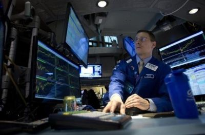 Copper futures dropped on Friday on concerns over Chinese growth and as the U.S. dollar strengthened, while crude oil extended recent losses and a global gauge of equities drifted lower. http://www.financial-trading.org/financial-news/global-economy.html
