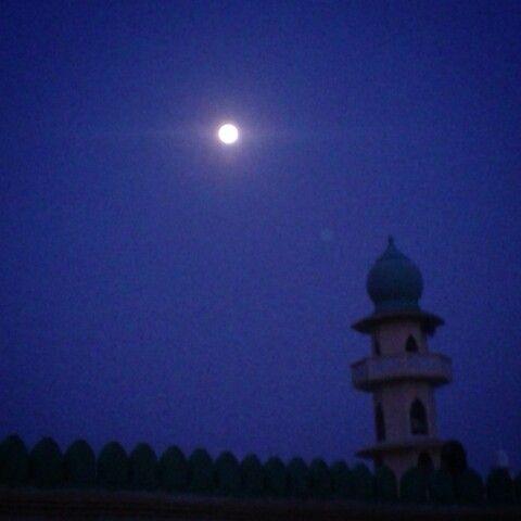 African sky, African colors. Full moon in Malindi-Kenya