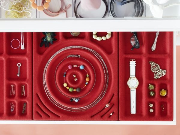 KOMPLEMENT Pull Out Tray With Jewelry Insert, White, Red