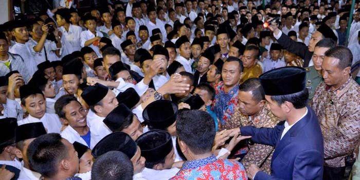 Jokowi dan Dagelan Santri Indonesia