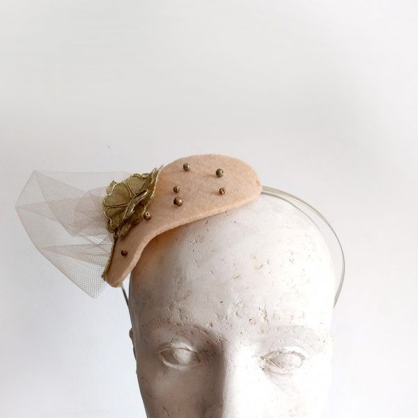 NORA Fascinator hat made by Eventivity Accessorize