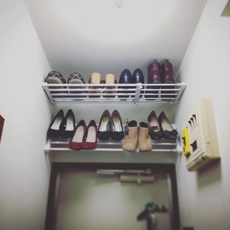 玄関の靴箱が小さいので突っ張り棒で新たな収納場所これ以上靴