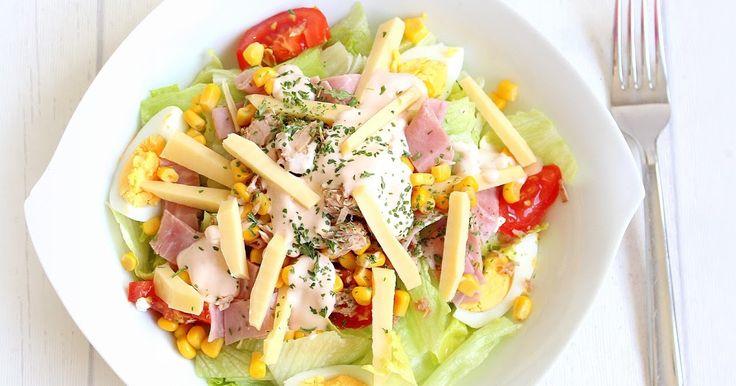 Der Insalata Capricciosa ist ein traditioneller italienischer Salat, der  in jedem italienischen Restaurant neben Pizza und Pasta auf der S...