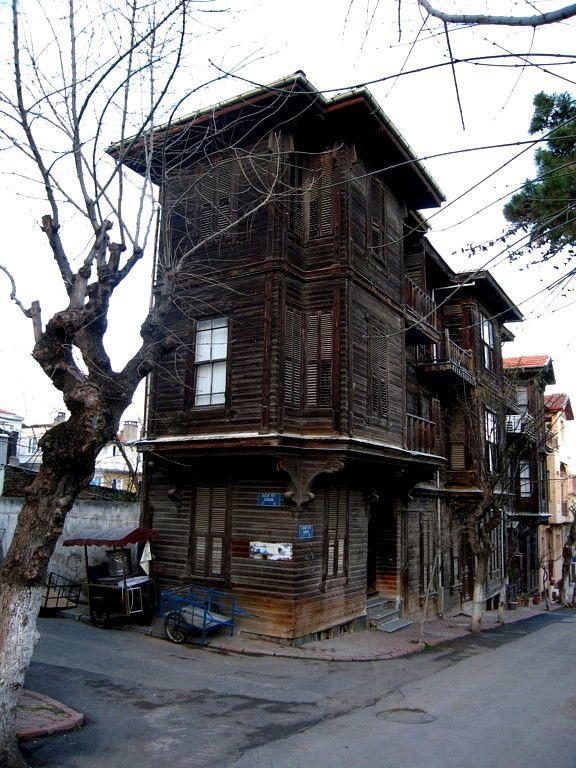 wooden house - Heybeliada, Istanbul // Photo by setenay