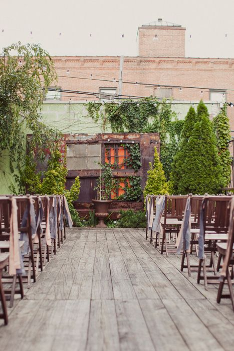 A secret elegant rooftop garden just waiting for a wedding. Photo Source: ruffled #rooftopwedding #rooftopgarden #wedding