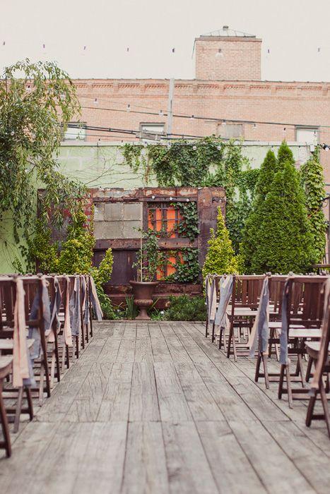 A secret elegant rooftop garden just waiting for a wedding. Photo Source: ruffled #rooftopwedding #rooftopgarden #wedding