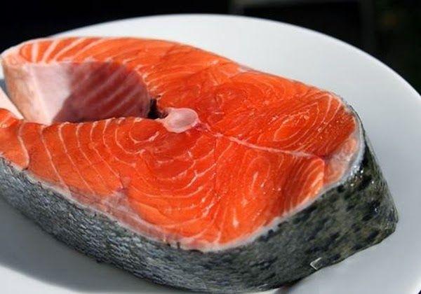 Tranci di salmone cotti con il grill (o al forno)