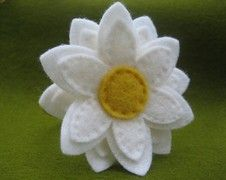 felt daisy made by someone on etsy but no longer for sale - I looked everywhere to give them credit - nice clean look - photo only