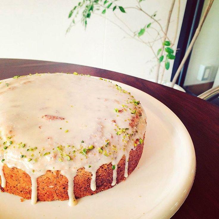 We have vegan lemoncake today. 本日のオススメはレモンケーキです。 お好きなお飲み物とご一緒に。ハーブティーも合いますよ。