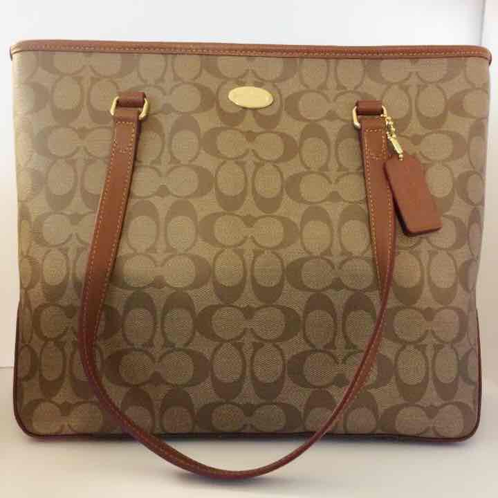 NWT COACH Signature … ($150) is on sale on Mercari, check it out! https://item.mercari.com/gl/m967621006/
