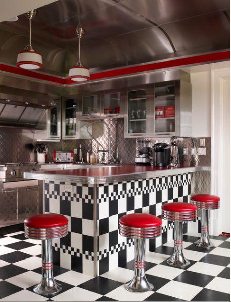 Cozinha com cara de lanchonete anos 50