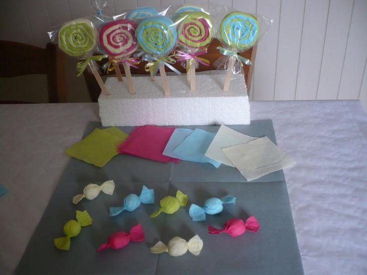 Faire de faux bonbons avec des serviettes en papier de couleur .