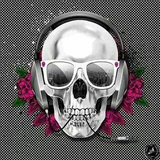 Skull headphones flowers