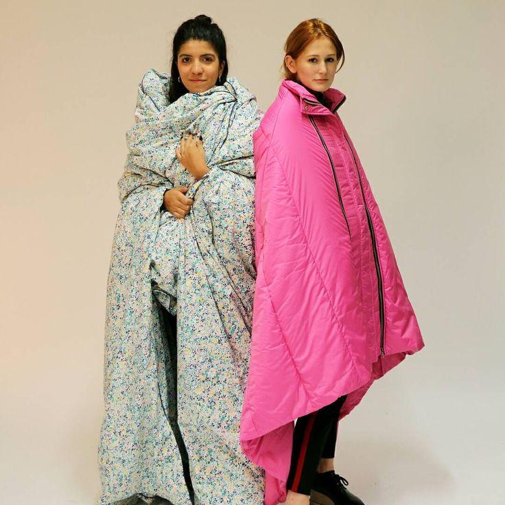 Это пуховое одеяло или это пуховое пальто?  Команда стиля углубилась в эту очень сложную проблему.  Вы можете различать эти два?  Угадайте ⬇️⬇️