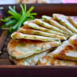 Chinese Scallion Pancakes: Scallion Pancakes, Chine Food, Chinese Scallion, Asian Food, Traditional Chinese, Yummy Food, Food Boards, Delicious, Chine Scallion
