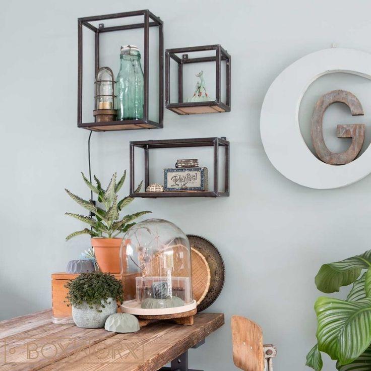 Wandkastjes WOED zijn een stoere, industriële en decoratieve wanddecoratie, gemaakt van een combinatie van staal en oud hout.