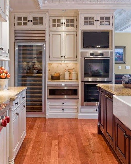 absolutely love this kitchen. it's perfect.: Dreams Kitchens, Kitchens Design, Idea, Traditional Kitchens, Wine Fridge, Double Ovens, Wine Cabinets, Wine Coolers, Wall Ovens