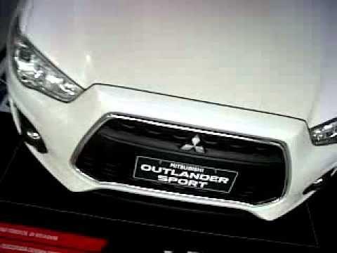 Berikut Ini Tentang Vidio Mitsubishi Outlander Sport GLX Warna Putih Tampak Dari Sekeliling Hingga Atas Untuk Info sepsifikasi Exterior Outlander Ini silahkan Kunjungi  http://mitsubishibandung.blogspot.co.id/2016/02/Mitsubishi-Outlander-Sport-Bandung-Terbaru.html