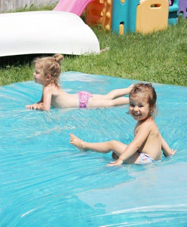 coole Wasserrutsche Spielideen Kleinkinder Garten