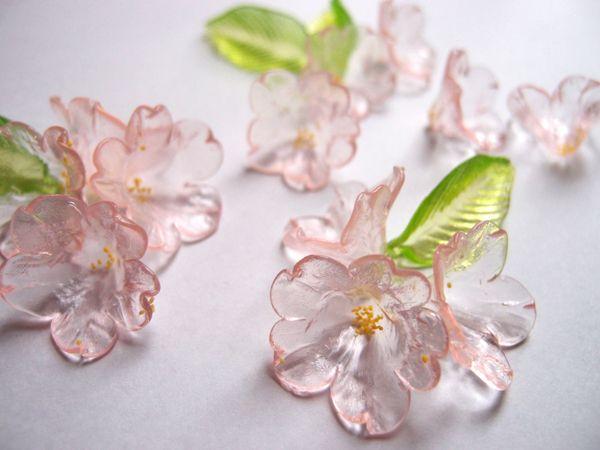 この美しい透明感・・・何だか分かりますか?ガラス細工ではありません。京都の老舗和...