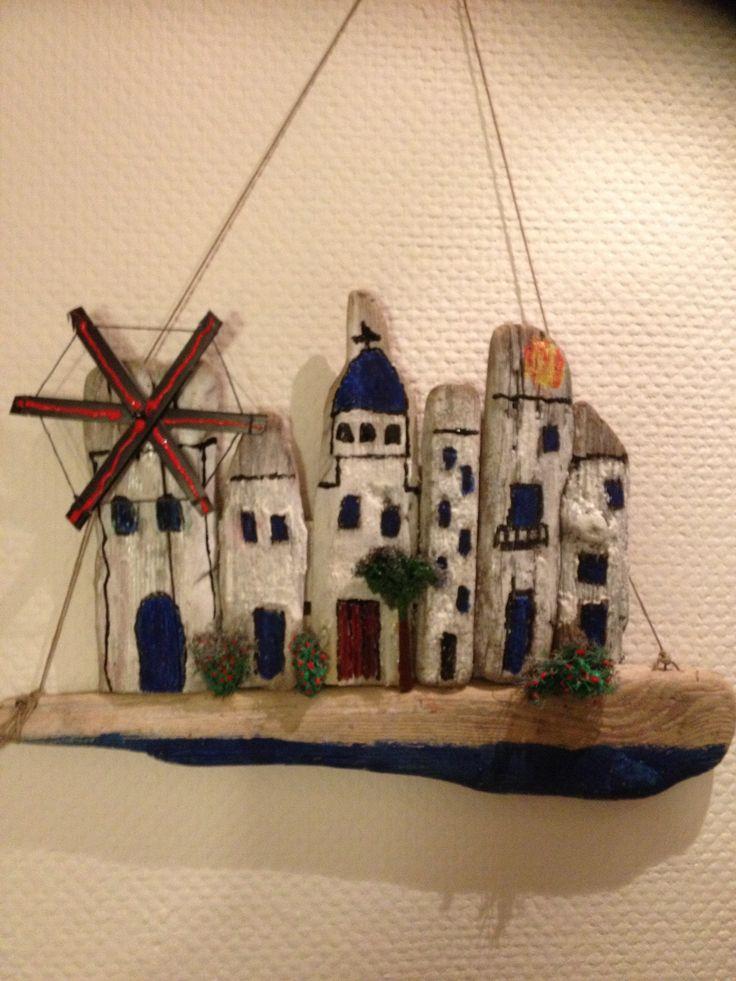 Græsk by lavet i drivtømmer