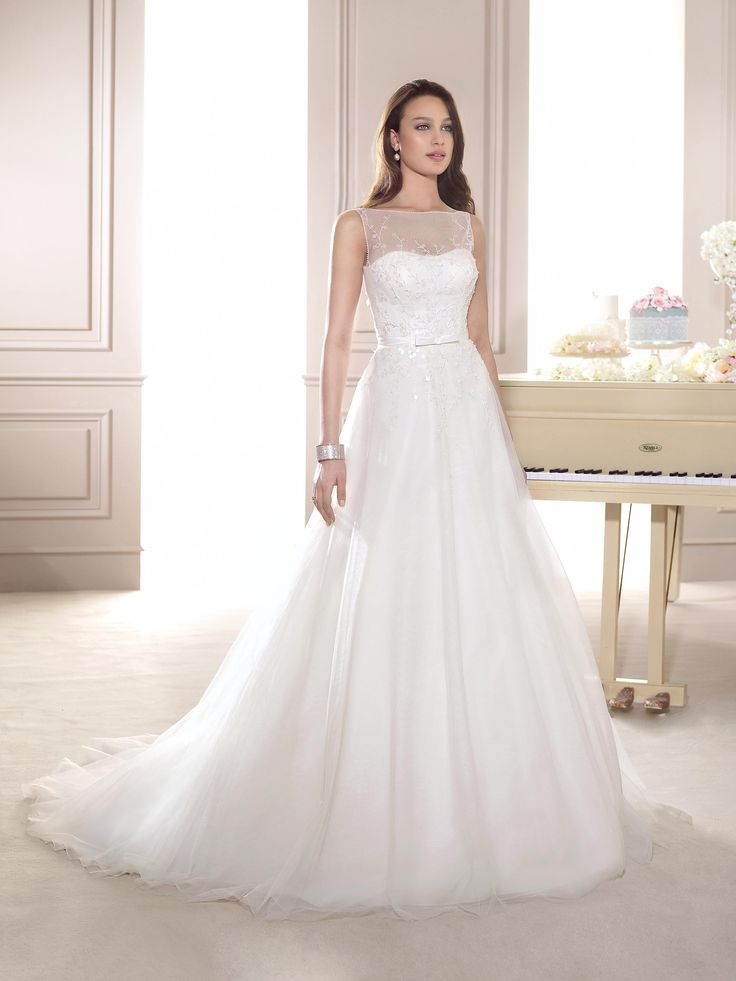 Vestido de Noiva de Fara Sposa (5624), corte evasé, decote ilusão