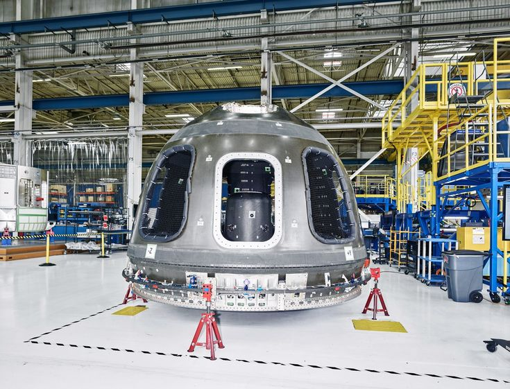 Jeff Bezos Wants Us All To Leave Earth For Good Bezos Blue Origin Jeff Bezos