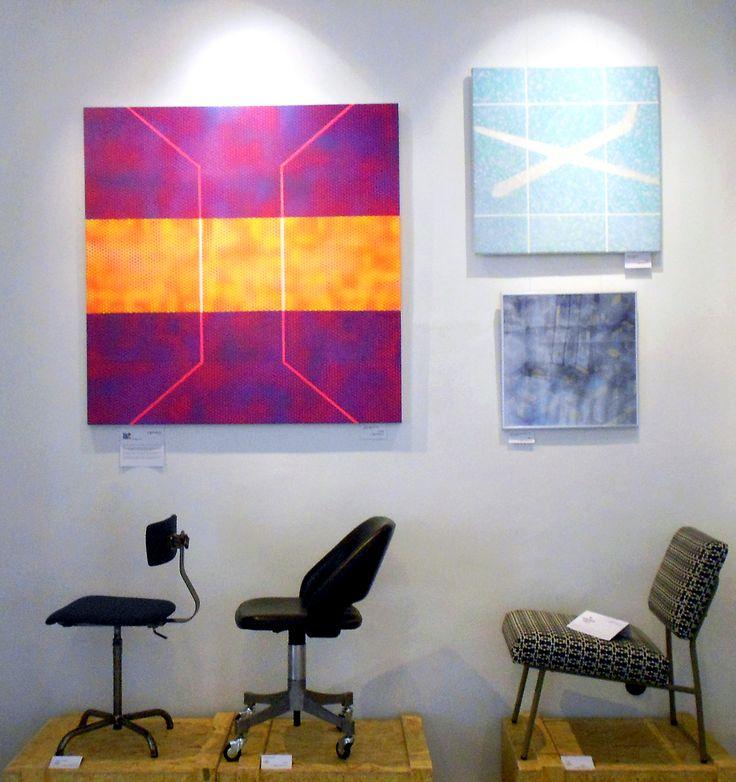 ['galəri] recoge una selección de muebles recuperados de Tumbleweed y los cuadros geométricos, urbanos y coloristas de Colin McCallum.