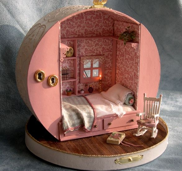 re:pin BKLYN contessa :: Miniature dollhouse made from a hat box