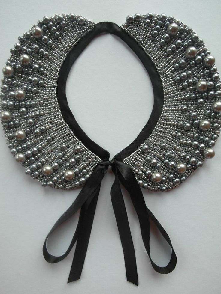 beadjunction  beadwork  Handmade pearl collar, necklace vintage style. €36.00, via Etsy.