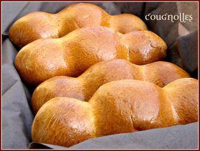 Bonjour à tous; Le cougnou ou la cougnolle est une specialité Belge ,on la trouve dans les boulangeries, et les patisseries ici en Belgique au moment de Noël . La bonne cuisine.be m'a fait decouvrir l'histoire de cette brioche de noel ainsi que la recette...