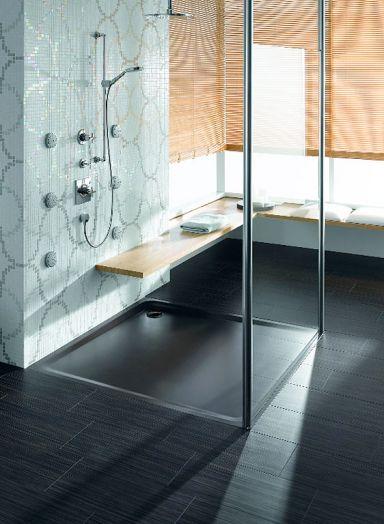 """Eine ebenerdige Dusche ist eine Überlegung Wert ...denn sie hat mehr zu bieten als bloße Schönheit:  Die niedrigen Einstiegskanten erleichtert den Ein- und Ausstieg. Die Dusche ist behinderten- und altersgerecht. Sie ist leicht zu reinigen und weniger anfällig für Schimmel. Ein durchgefliester Duschbereich und transparente Duschabtrennungen lassen das Bad großzügiger wirken.  Duschtasse """"Ambiente"""", Preis auf Anfrage: www.kaldewei.de"""