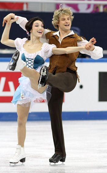 USA's Meryl Davis and Charlie White take the lead in Sochi. <3 these two