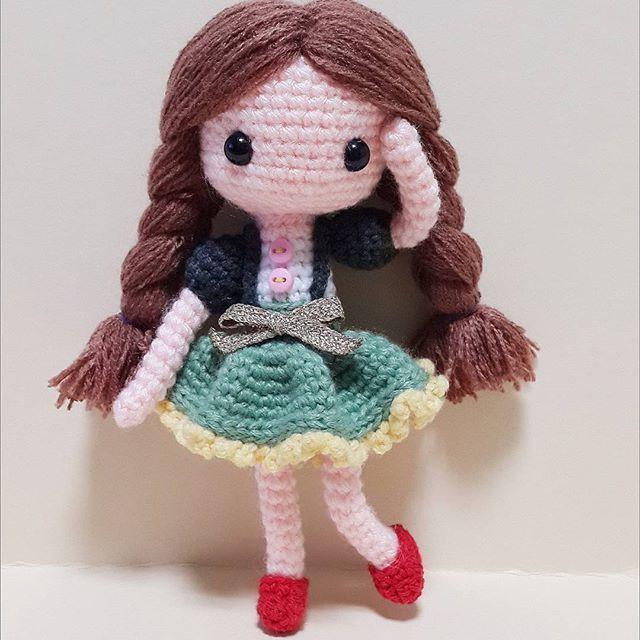 Sua 초록초록수아 요즘 인형만들기 너무힘듬ㅜㅜ 5분마다 실 훔쳐가는아이... 나쁜바비.. . . . . #crochet#amigurumi#뜨개질#haken#by_me#knitting#kawaii#crochetlove#craft#yarn#iloveit#코바늘#ganchillo#handcraft#pattern#madebyme#adorable#취미#crochetdoll#코바늘인형#인형#귀요미#핸드메이드#instacrochet#crocheting#crocheted#あみぐるみ