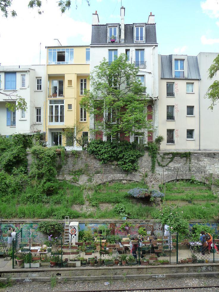 Les jardins du Ruisseau, Paris 18e (75), 12 mai 2012, photo Alain Delavie  http://www.pariscotejardin.fr/2012/06/fetez-le-debut-de-lete-avec-les-jardins-du-ruisseau-paris-18e-les-30-juin-et-1er-juillet-2012/