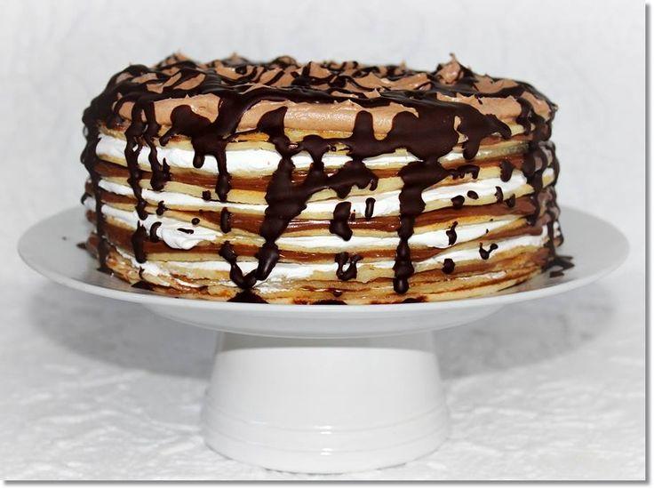 Egyszerű palacsinta is lehet egy isteni torta alapja. Ha szeretitek a palacsintát, cseréljétek le a hagyományos piskótát, és készítsétek el ezt a mogyorókrémes palacsintatortát.