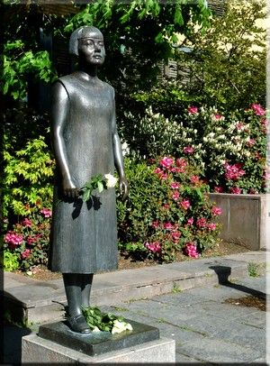 "Nobel author Karin Boye's statue in Gothenburg, every day with new ""accoutrements"""